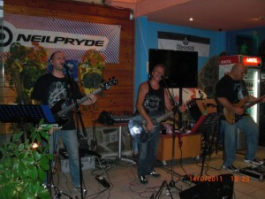 time-machine-rock-band-in-cafe