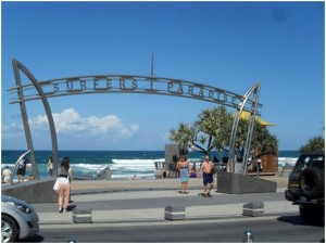 surfers-paradise-sign